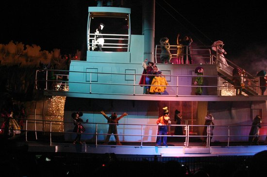 Disney's Hollywood Studios:                   Fantasmic Show - cast boat ride