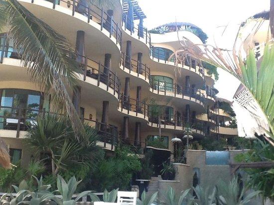 El Taj Oceanfront & Beachside Condos Hotel:                   Exterior