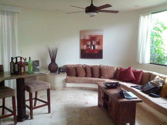 El Taj Oceanfront & Beachside Condos Hotel:                   Room