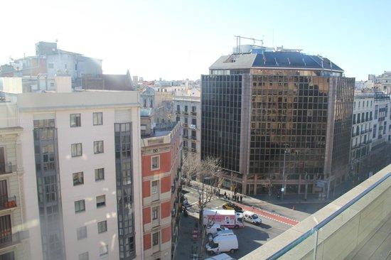 EuroPark Hotel:                   вид на улицу Arago