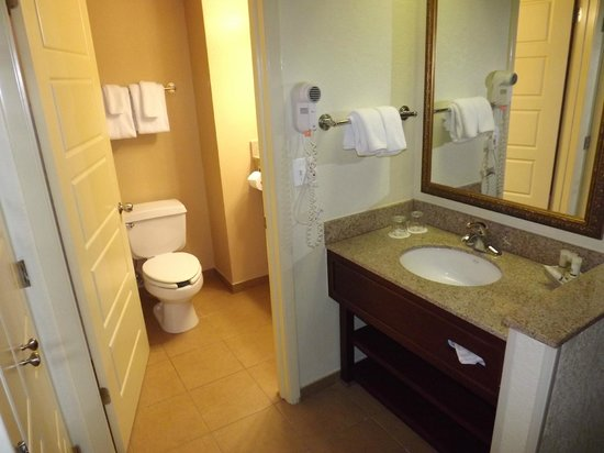 Rosen Plaza Hotel:                   Bathroom in our room