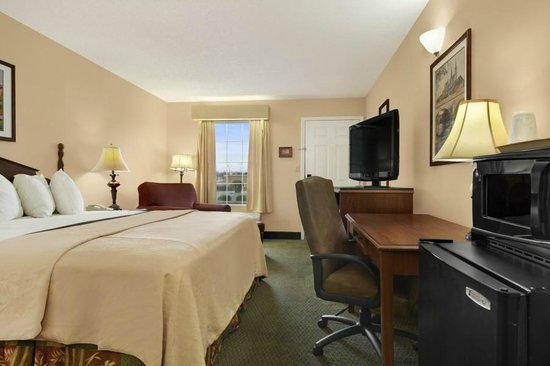 Days Inn Americus: King Room