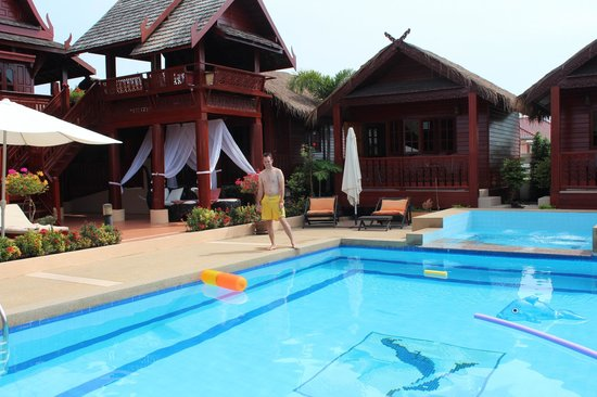 Jaidee Resort:                   Bij het zwembad