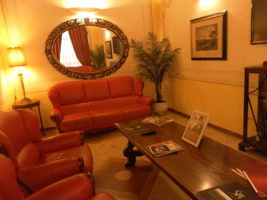 Bologna Hotel Pisa:                   Reading room off reception - so not too quiet!
