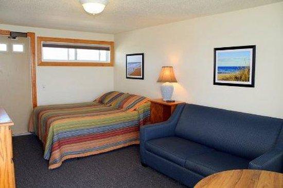 Top Mast Resort: One Room Beachfront Efficiency with Queen Bed and Sleep Sofa
