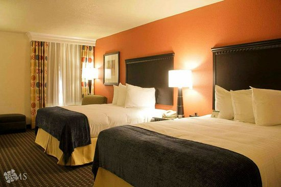 Decatur Conference Center and Hotel: Two queen beds