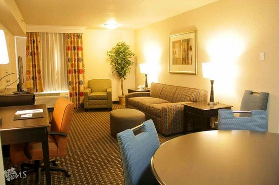 Decatur Conference Center and Hotel: New 2 room suite