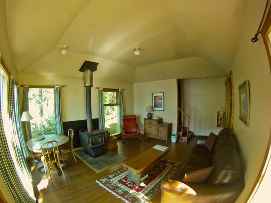 Strathcona Park Lodge & Outdoor Education Centre: Interior of Cottage 2.