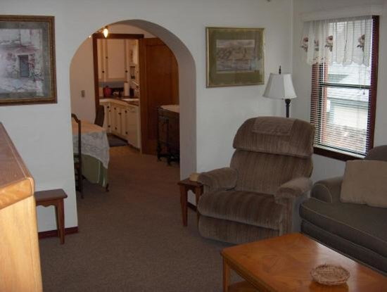 Dream Inn Mount Shasta: Suite #2  View of Living Room, Doning Room and  doorway to Kitchen