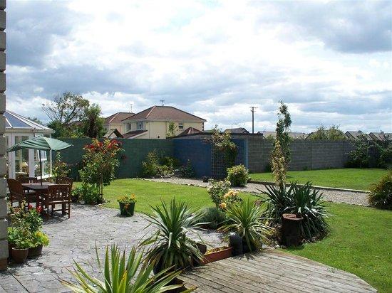 Beach Lodge: rear garden