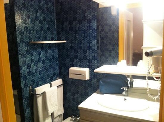 Hotel Restaurant Jeanne d'Arc :                                     lavabo