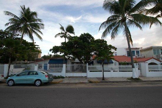 Tres Palmas Inn:                   Hotel Außenansicht