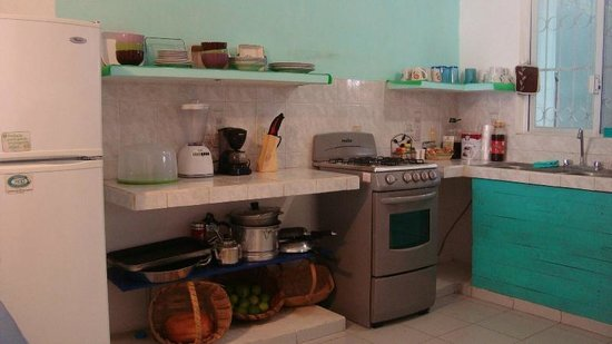 La Posada Chetumal Hostel:                   kitchen