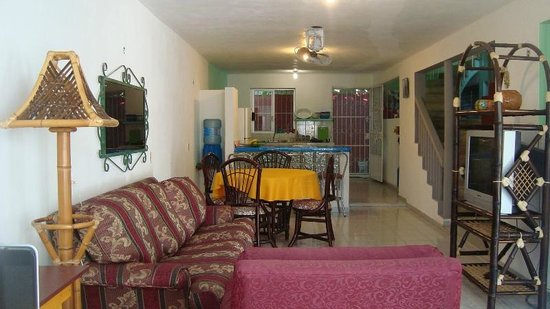 La Posada Chetumal Hostel:                   lounge room