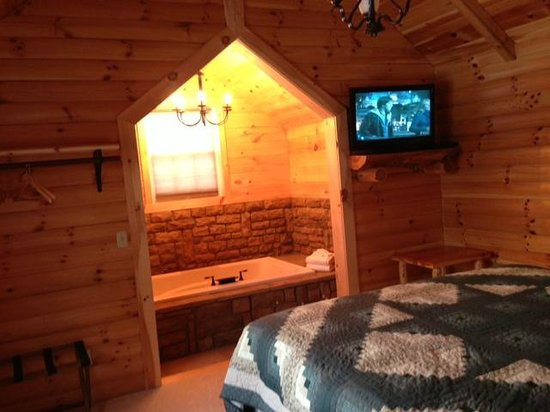 Coblentz Country Cabins:                   master bedroom with jacuzzi