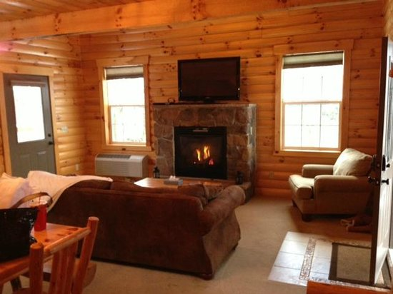 Amish Country Lodging:                   Living room