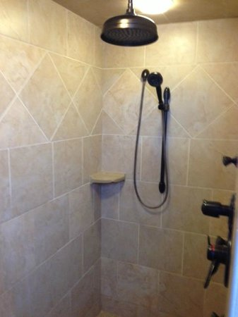 Amish Country Lodging:                   Shower