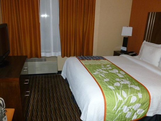 Fairfield Inn & Suites San Francisco Airport/Millbrae:                   bedroom