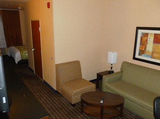 Fairfield Inn & Suites San Francisco Airport/Millbrae:                   room