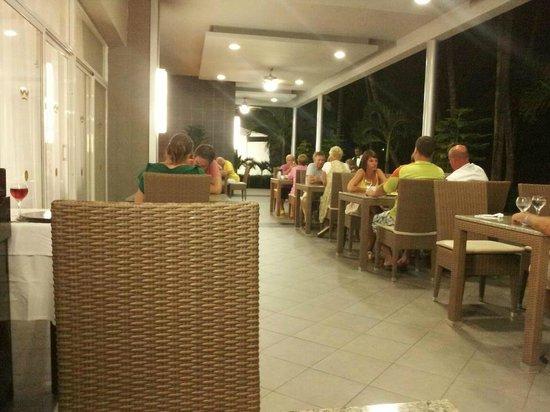 Hotel Riu Naiboa:                   buffet restaurant outside