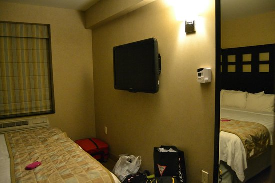 Fairfield Inn & Suites New York Manhattan/Chelsea:                   LCD - com alarme