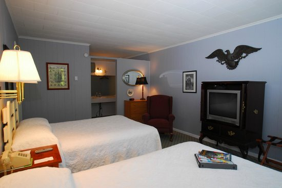 Roseloe Motel: Room 21