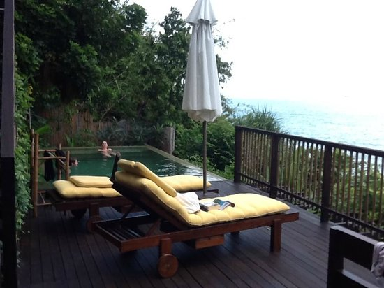 Six Senses Samui:                   villa no 54 - perfectly private pool area - luxurious cushions/loungers