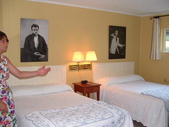 Roseloe Motel : Elvis/James Dean Room #17
