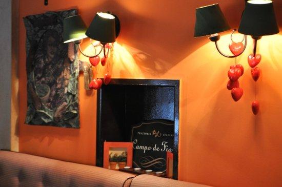 Campo di Fiori:                   particolare del lampadario di fronte la mio tavolo ; )