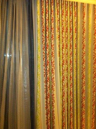 Waikiki Beach Marriott Resort & Spa:                   dull                 