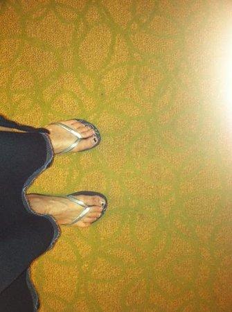 Waikiki Beach Marriott Resort & Spa:                   worn                 