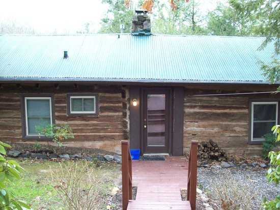 Asheville Cabins of Willow Winds:                   View of the front.