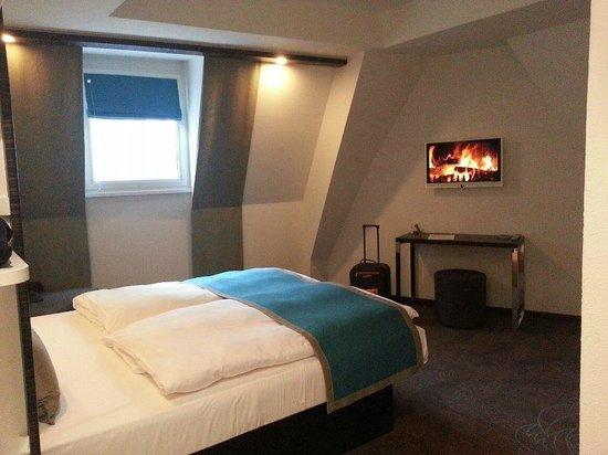 Bathroom picture of motel one edinburgh royal edinburgh for Motel one duschgel