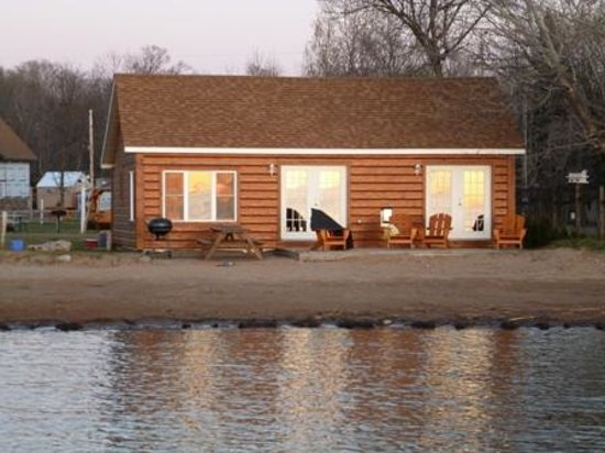 Appeldoorn's Sunset Bay Resort: Cabin 6-Beach Front