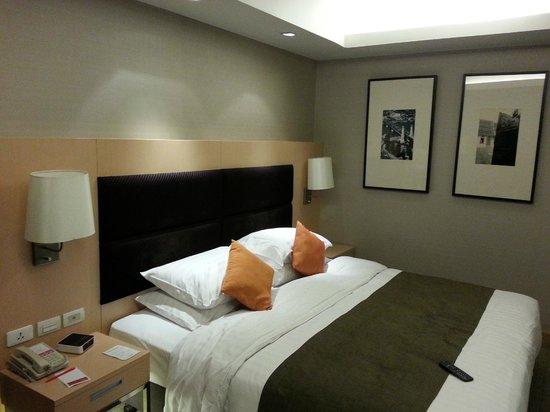 Sukhumvit 12 Bangkok Hotel & Suites :                   king size bed