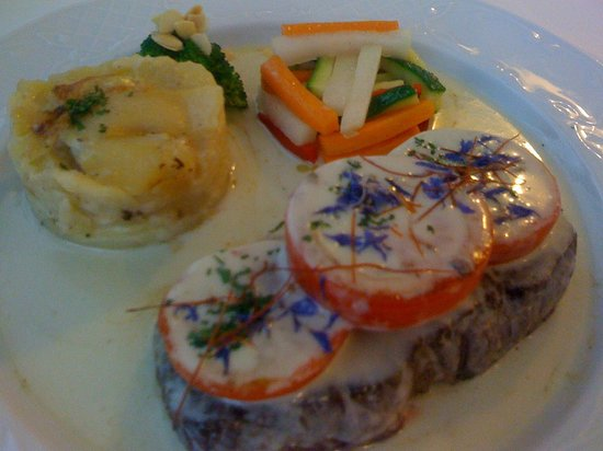 RESTAURANTE BUDAPEST:                                                       Steak with Rocquefort Sauce