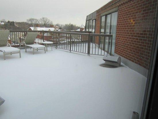 Georgetown Suites:                   terraço