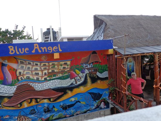 ‪بلو آنجل ريزورت:                   Blue Angel Mural with the restaurant on the right.