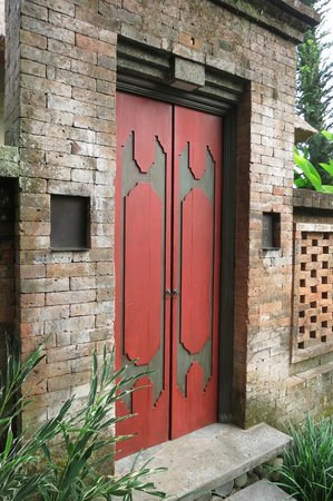 COMO Uma Ubud:                   Door into our 'living space'
