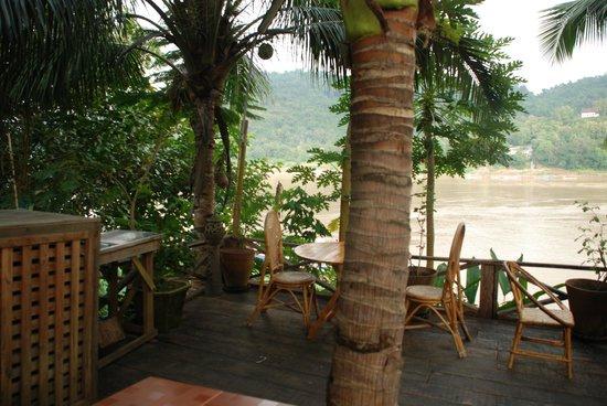 Villa Chitdara 2 Guesthouse:                   Terrasse over Mekong river