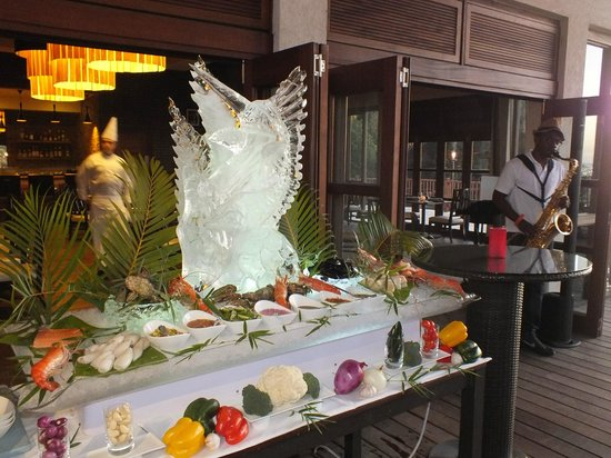 Buccament Bay Resort:                   Ice Sculpture at Managers cocktails