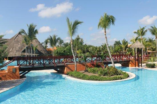 Jardin picture of hotel barcelo maya beach puerto for Aquatic sport center jardin balbuena