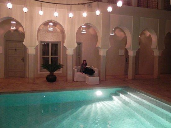 رياد ناشيرا آند سبا:                   piscina                 