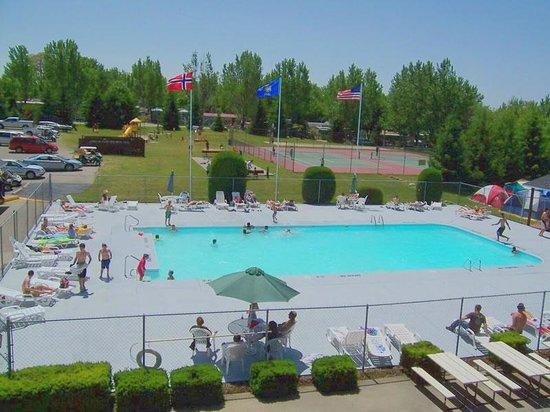 Lakeland Camping Resort: Pool area