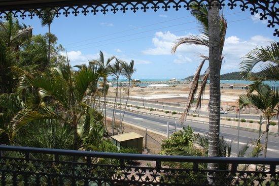 Colonial Palms Motor Inn:                   Las bonitas vistas desde la habitación a la bahía y al jardín