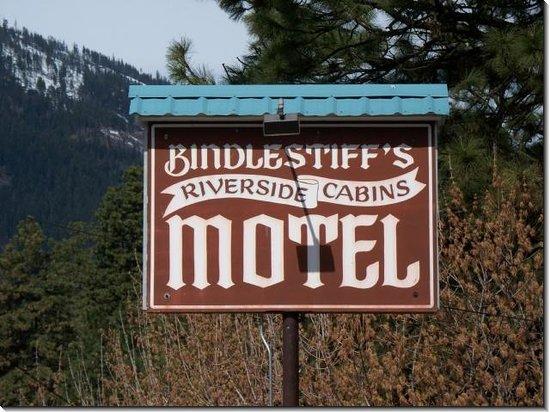 Bindlestiff's Riverside Cabins Photo