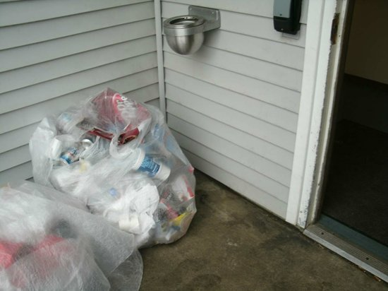 Microtel Inn & Suites By Wyndham Lexington:                   garbage next to entry door