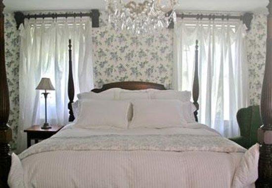 Benjamin Porter House: Lia's Room