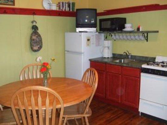 Pine Rest Cabins: Cabin #4