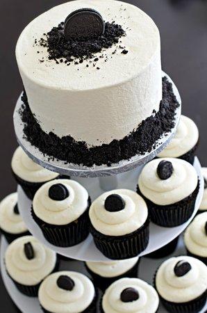 The Cupcakery: Tuxedo Cupcakes with Tuxedo Top Tier